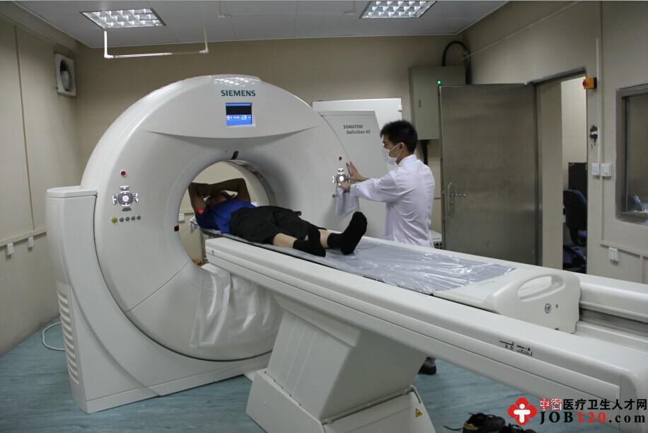 图为我院引进德国西门子64排螺旋CT