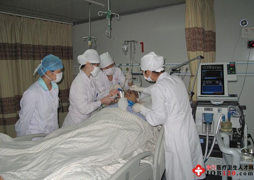 护士为病人做冲洗式口腔护理